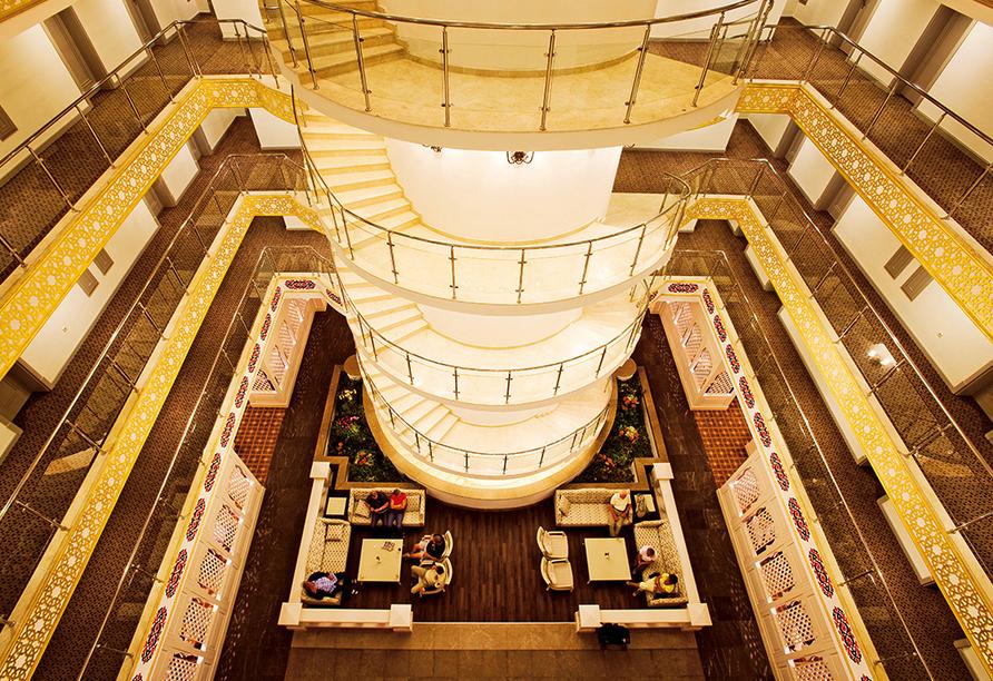 Die moderne Lobby mit gemütlichem Sitzbereich