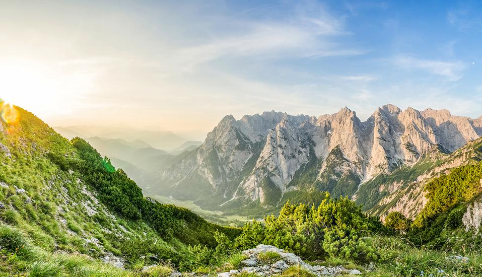 Hotel Reschenhof in Mils Tirol, Blick über Berge