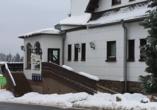 Hotel Zum Gründle in Oberhof, Außenansicht im Winter