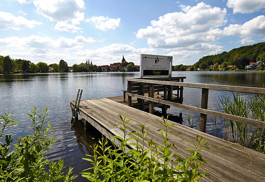 Seehotel Schwanenhof in Mölln, Steg zum See