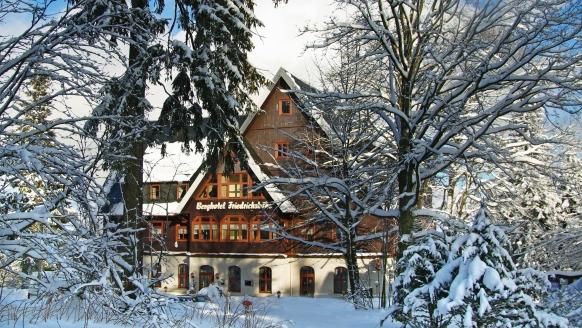 Berghotel Friedrichshöhe in Altenberg, Außenansicht Winter