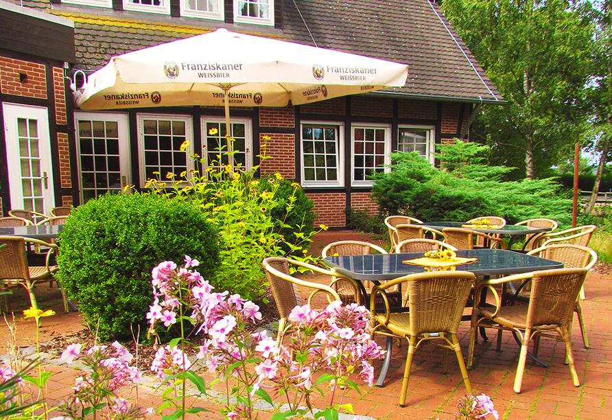 CAREA Ferien- & Reitsport-Hotel Brunnenhof in Suhlendorf in der Lüneburger Heide, Terrasse