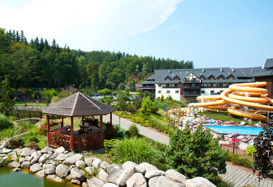 Hotel Sandra Spa Karpacz Riesengebirge Polen, Garten mit Wasserrutsche