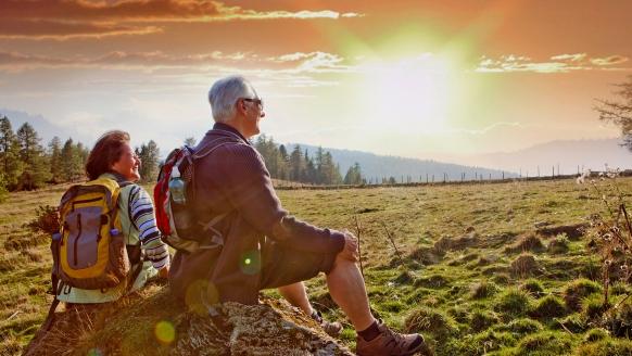 Unternehmen Sie eine Wanderung bei Sonnenuntergang in Thüringen.