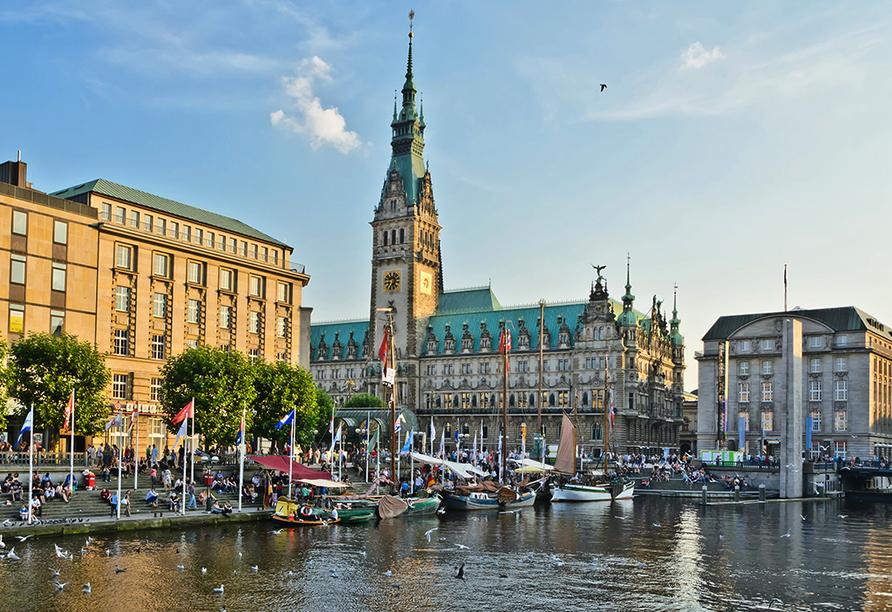 Van der Valk Hotel Hamburg-Wittenburg, Ausflugsziel Hamburg