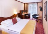 Best Western Premier Grand Hotel Russischer Hof, Zimmerbeispiel