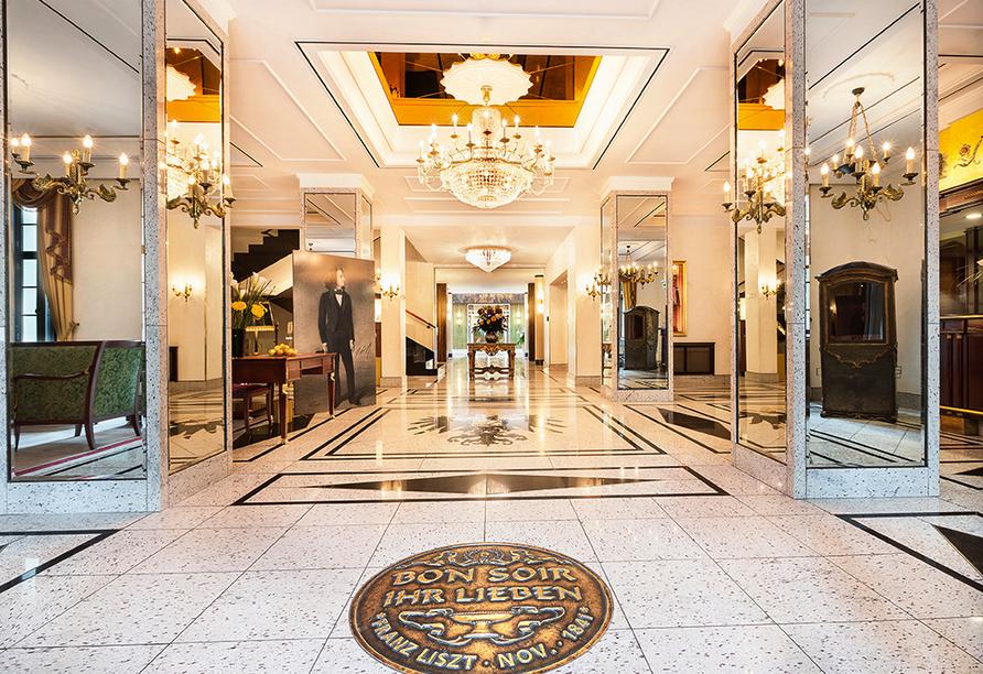 Best Western Premier Grand Hotel Russischer Hof, Eingangshalle