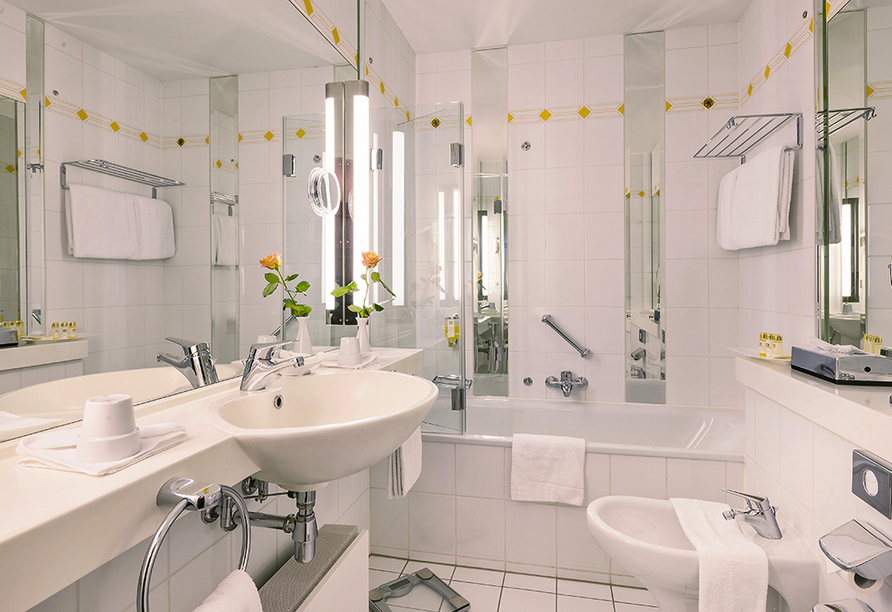 Best Western Premier Grand Hotel Russischer Hof, Badezimmerbeispiel