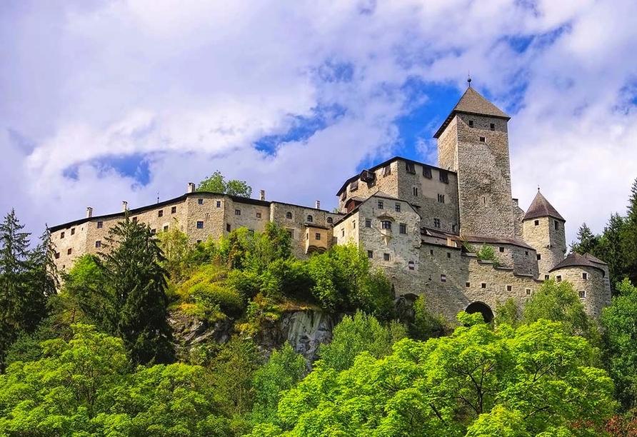 Berghotel Alpenrast in Rein in Taufers Südtirol, Schloss Sand in Taufers