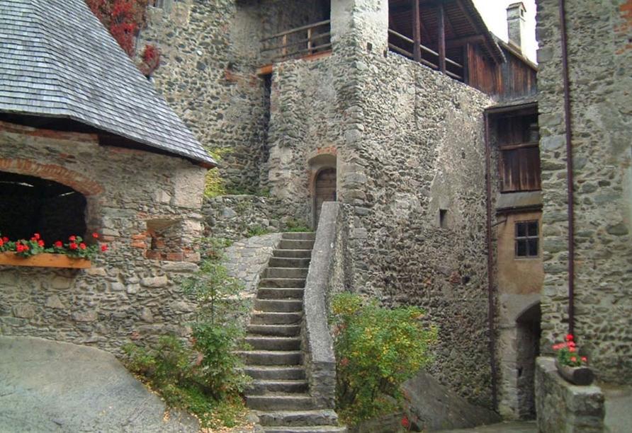 Berghotel Alpenrast in Rein in Taufers Südtirol, Schloss Taufers