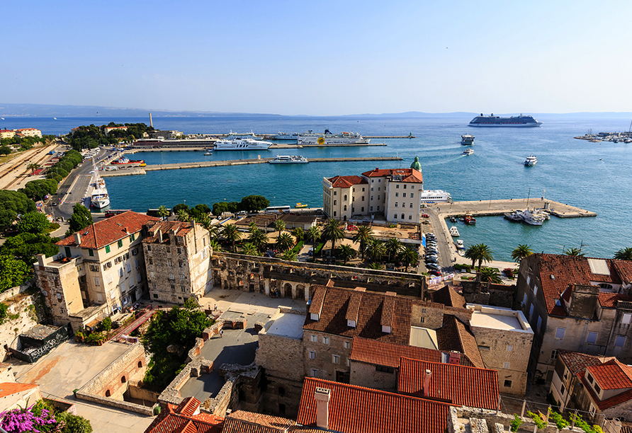 Besuchen Sie den malerischen Hafen in Split.