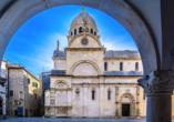 Sibenik begrüßt Sie mit historischen Klöstern, Palästen sowie der Kathedrale.