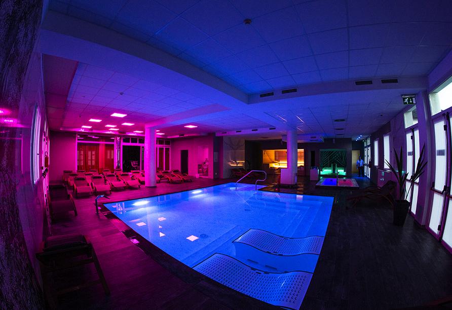 Hotel Formula International in Rosolina, Hallenbad mit Massageliegen