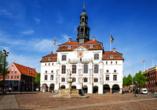 Ein Besuch in Lüneburg mit dem schmucken Rathaus lohnt sich.
