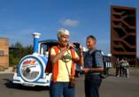 """Kleinbahn Seeschlange am Aussichtsturm """"Rostiger Nagel""""."""
