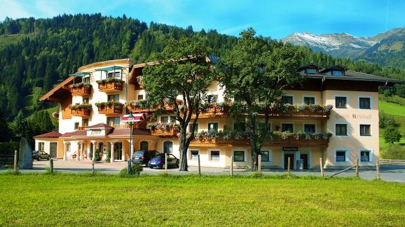 Hotel Ferienwelt Kristall in Rauris im Salzburger Land Außenansicht