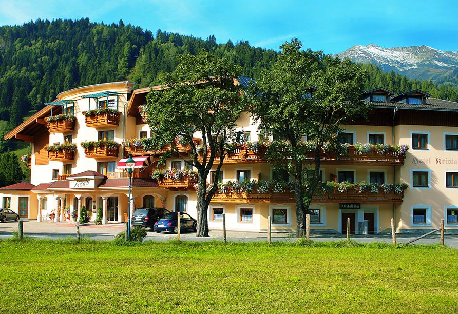 Hotel Ferienwelt Kristall in Rauris im Salzburger Land Außenansicht Sommer