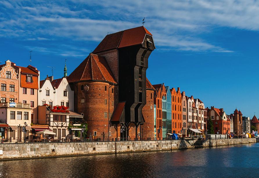 Das Krantor ist ein mittelalterlicher Hafenkran und gleichzeitig das bekannteste Wahrzeichen von Danzig.