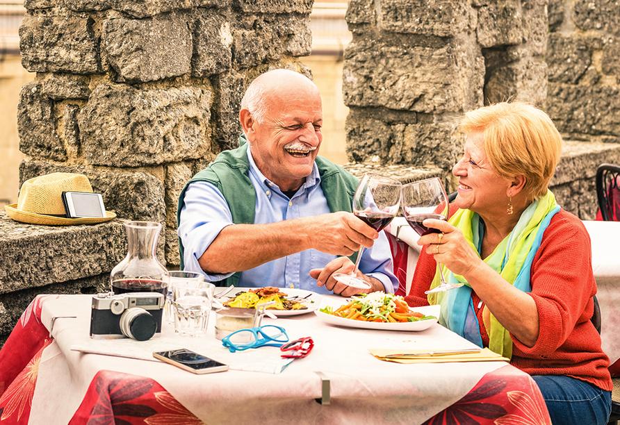 Lassen Sie sich die köstliche italienische Küche schmecken.