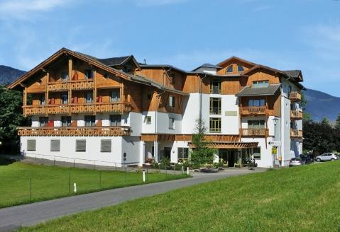 Hotel Laurenzhof in Lendorf, Außenansicht Sommer