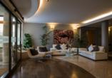 Hotel Executive, Lobby