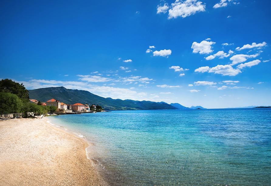 Hotel Aminess Grand Azur in Orebic, Strand