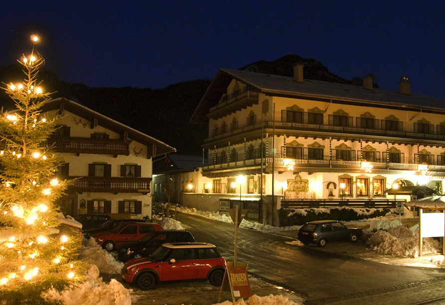 Landgasthof zur Post in Schleching, Winterliche Außenansicht