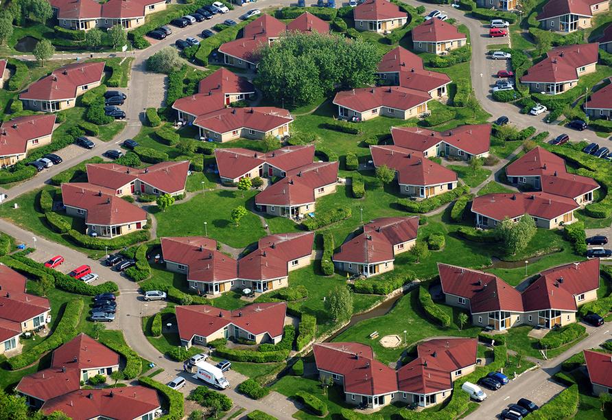 Die Bungalows erwarten Sie umgeben von Grünflächen.