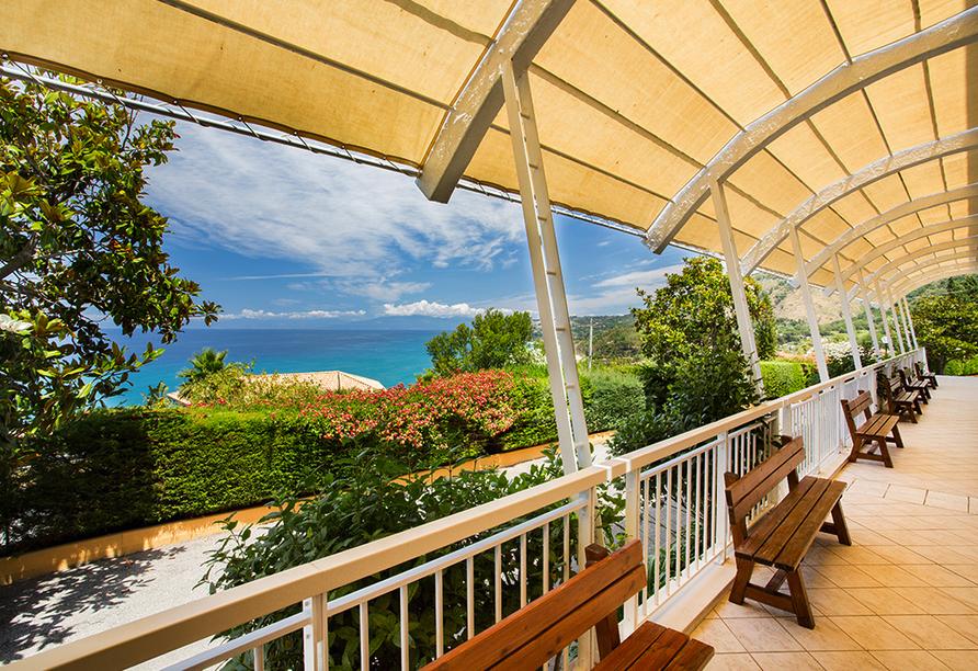 Mediterrane Vielfalt an Italiens Stiefelspitze, Hotel Santa Lucia, Terrasse