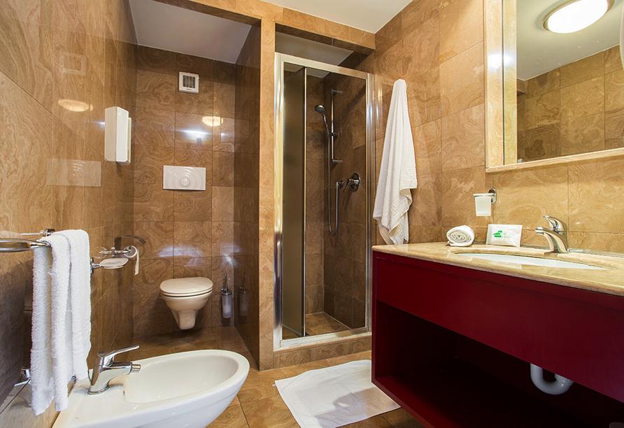 Mediterrane Vielfalt an Italiens Stiefelspitze, Hotel Santa Lucia, Beispiel Badezimmer