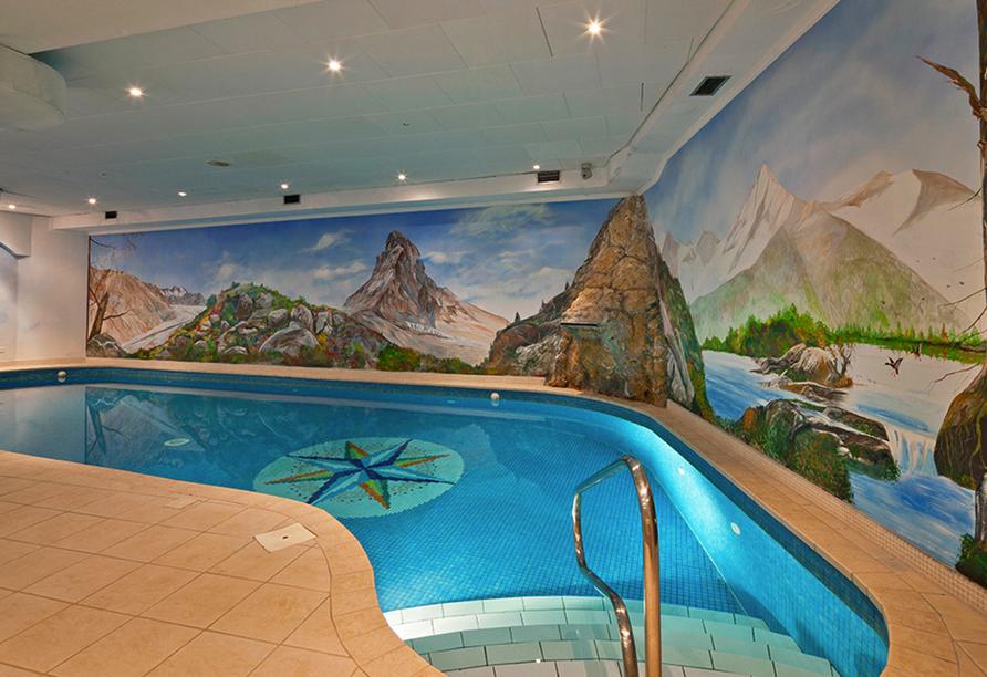 Hallenbad im Hotel Walliserhof in Täsch
