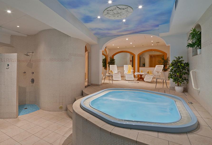 Entspannen Sie im Wellnessbereich des Hotels Walliserhof in Täsch.