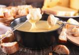Lassen Sie sich das original Schweizer Käsefondue schmecken.