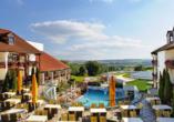 Quellness- und Golfhotel Fürstenhof in Bad Griesbach im Bayerischen Bäderdreieck, Terrasse und Außenpool