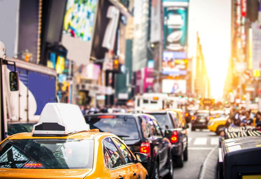 Staunen Sie über das blinkende und bunte Herz der Stadt – den Times Square.