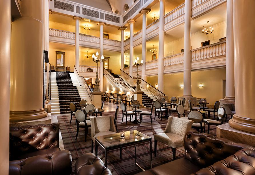 Radisson Blu Hotel Badischer Hof in Baden-Baden im Schwarzwald, Eingangshalle