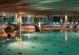 Radisson Blu Hotel Badischer Hof in Baden-Baden im Schwarzwald, Innenpool