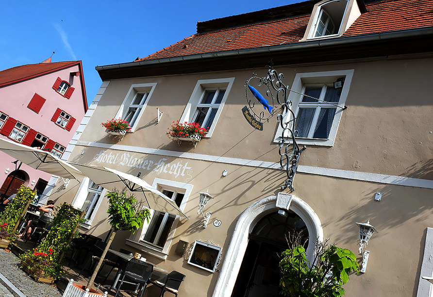 Romantica Hotel Blauer Hecht in Dinkelsbühl, Außenfassade