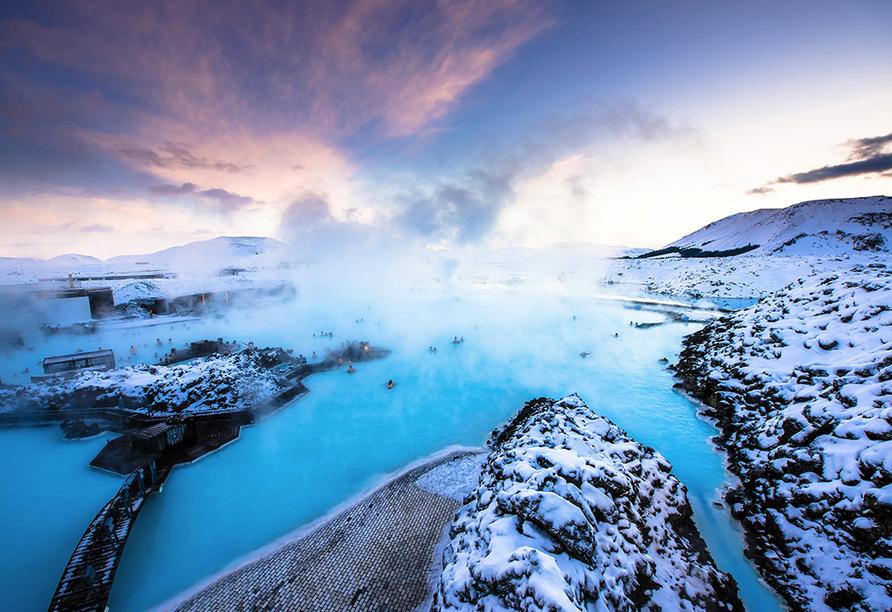 Die Blaue lagune ist ein Thermalfreibad bei Grindavík auf der Reykjanes-Halbinsel auf Island.