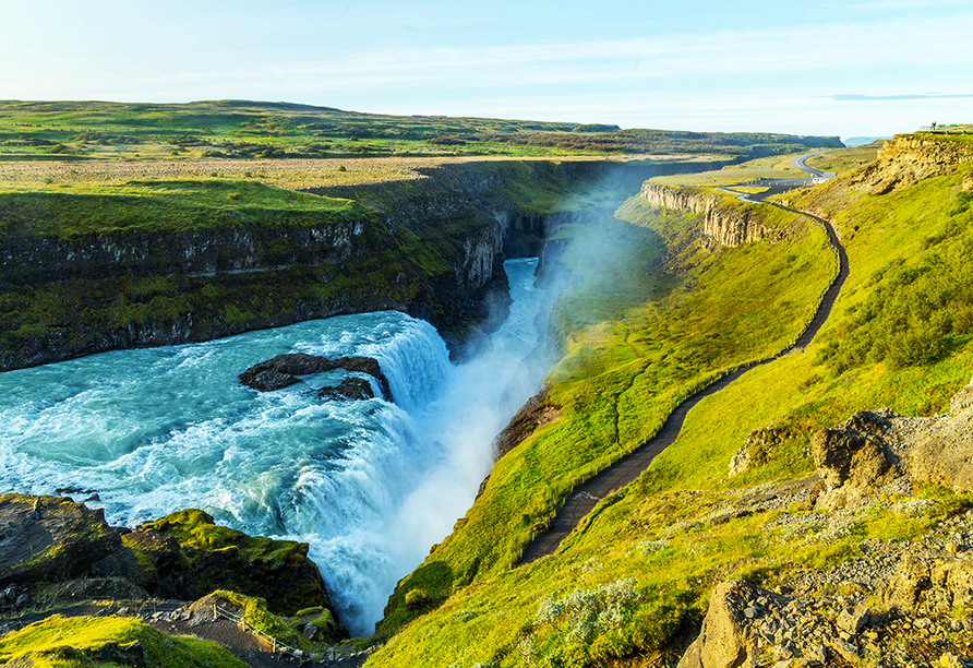 Der Gullfoss ist ein Wasserfall des Flusses Hvítá im Haukadalur im Süden Islands.