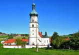 Burghotel Am Hohen Bogen in Neukirchen beim Heiligen Blut, Wallfahrtskirche