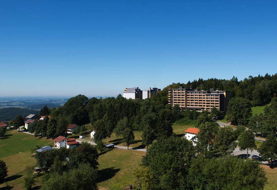 Ferienpark Geyersberg in Freyung, Außenansicht im Sommer