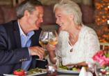 Waldhotel Altenbrak in Thael, Paar beim Abendessen