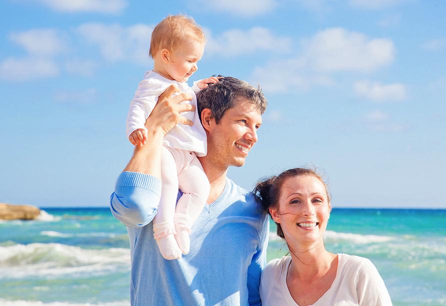 PLAZA Premium Timmendorfer Strand, Familie am Strand