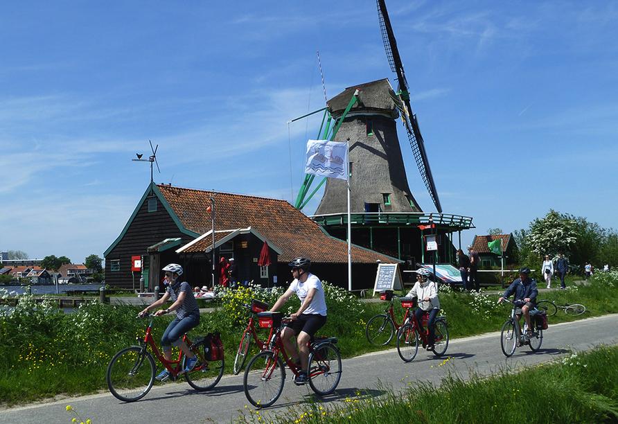 MS Serena, Radfahrer vor Mühle
