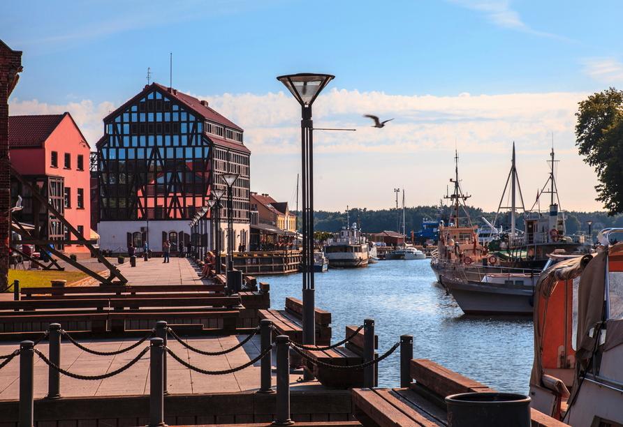 In der Hafenstadt Klaipeda in Litauen unternehmen Sie eine Panoramatour.