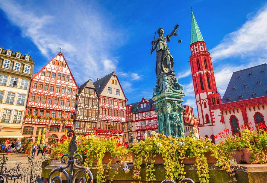Der Gerechtigkeitsbrunnen mit der Justitia in der Frankfurter Altstadt