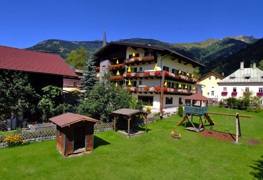 Landhotel Steindlwirt in Dorfgastein im Salzburger Land in Österreich, Außenansicht des Hotels