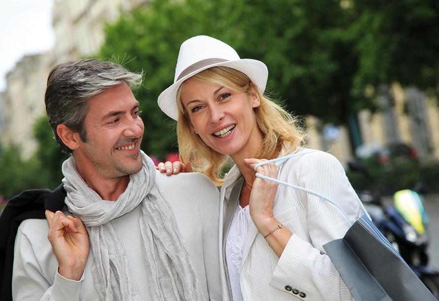MS Wolga Star, Paar beim Shoppen