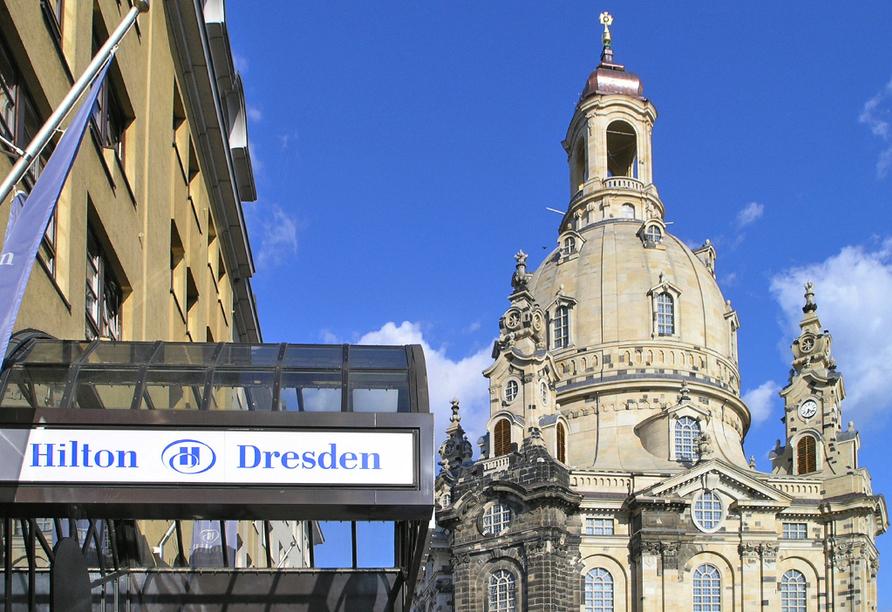 Hilton Hotel Dresden, Hoteleingang und Frauenkirche